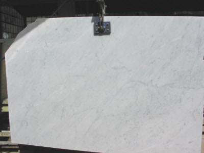 Production and export worldwide of White Carrara Marble C and CD in slabs, tiles, works and cut to size projects by Amso International, Italy